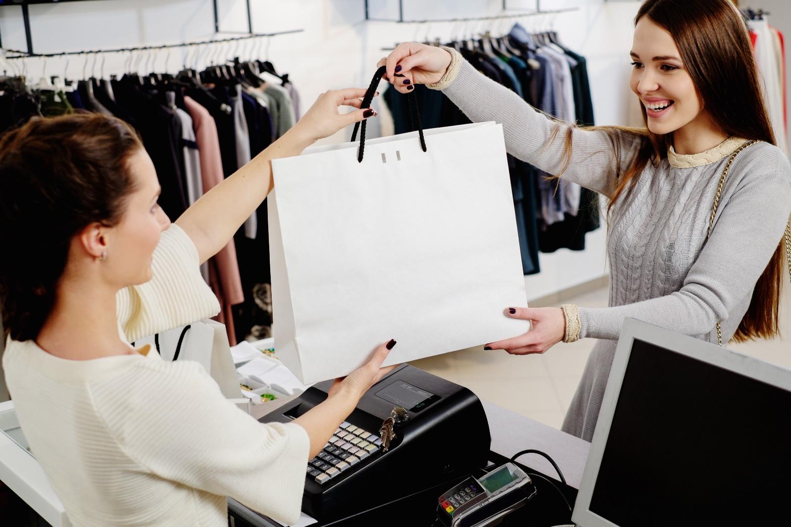 【アパレル経験者にアンケート】アパレル店員なら1度は通る!?売れないスランプを克服するためのアドバイス