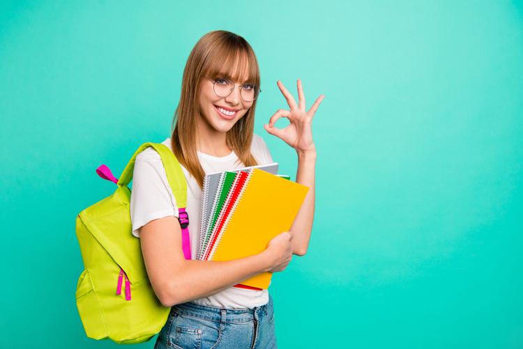 パレル店員(販売員)になるためには大学と専門どっちがいい?大学に進学するメリットは?
