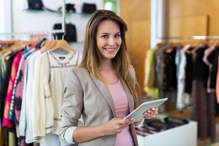 アパレル店員(販売員)になるためには専門と大学どっちがいい?専門に進学するメリットは?