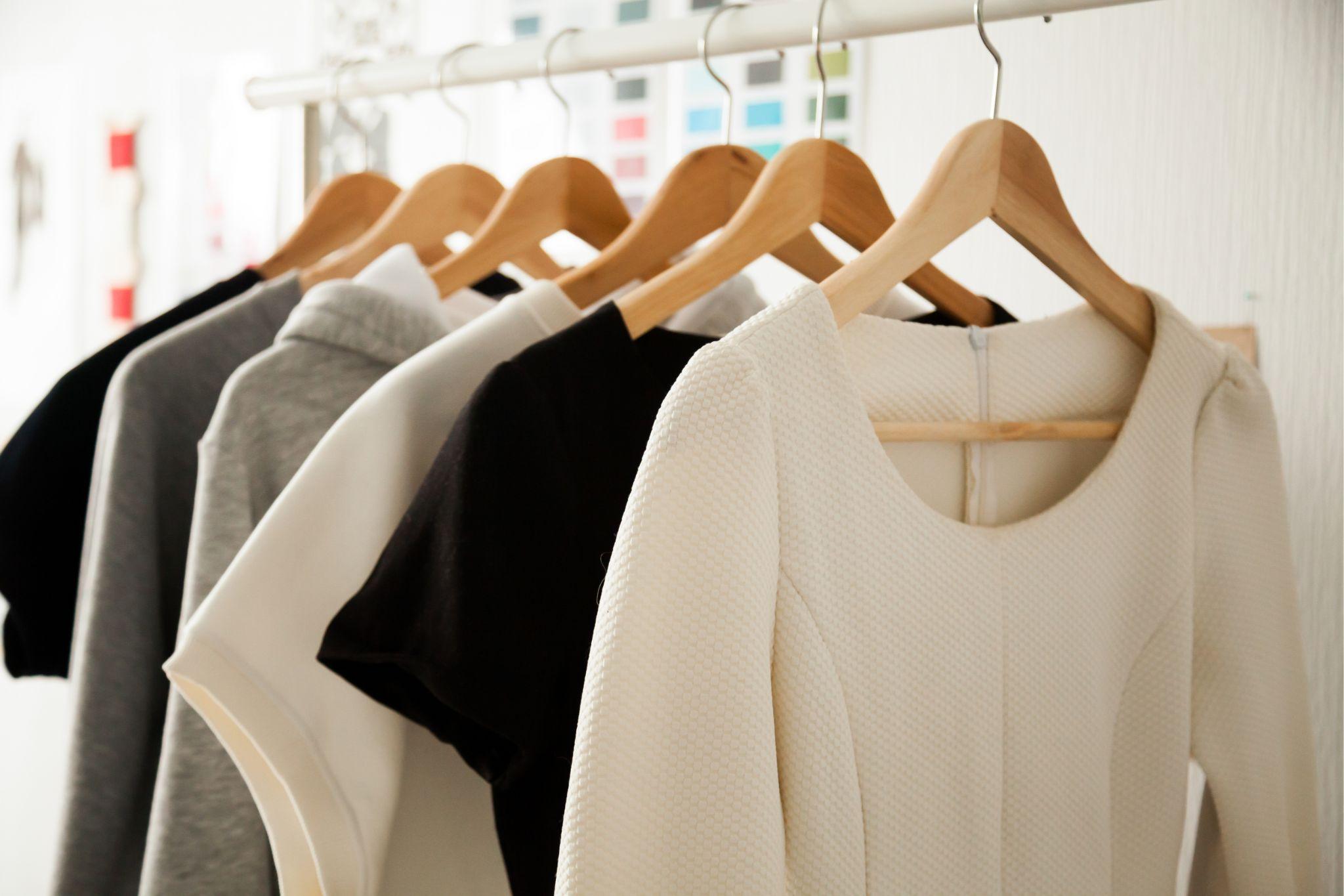 アパレルの営業職面接で気を付けたい服装や聞かれる質問について